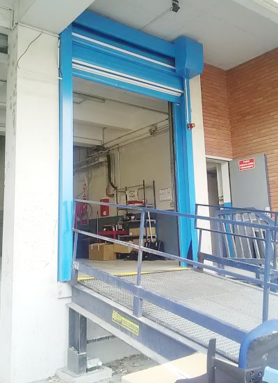 Porte rapide moteur en façade